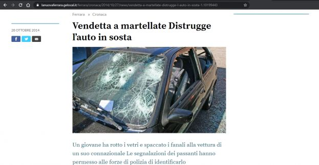 Vendetta a martellate Distrugge l'auto in sosta